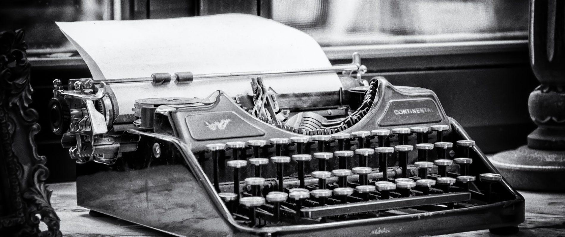 09_typewriter-3711589_1920