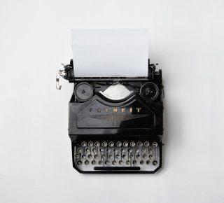 11_typewriter-498204_1920